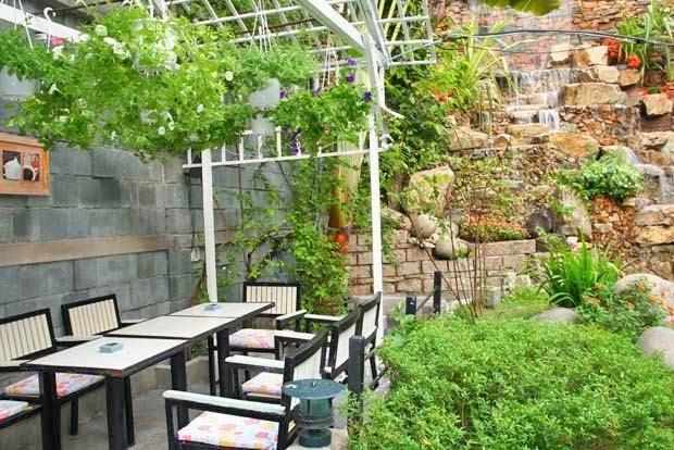 thiết kế quán cafe sân vườn nhỏ đẹp 1