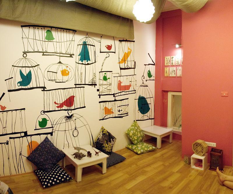 tranh-tuong-cafe-film-thiết kế quán cafe không gian nhỏ