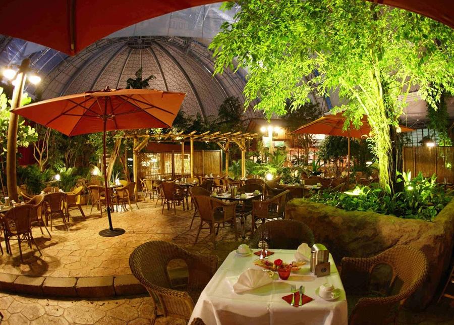 quán ăn sân vườn đẹp với tiểu cảnh và ánh sáng