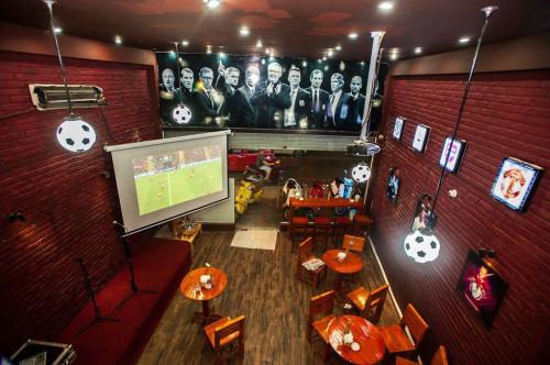 thiết kế không gian quán cafe bóng đá