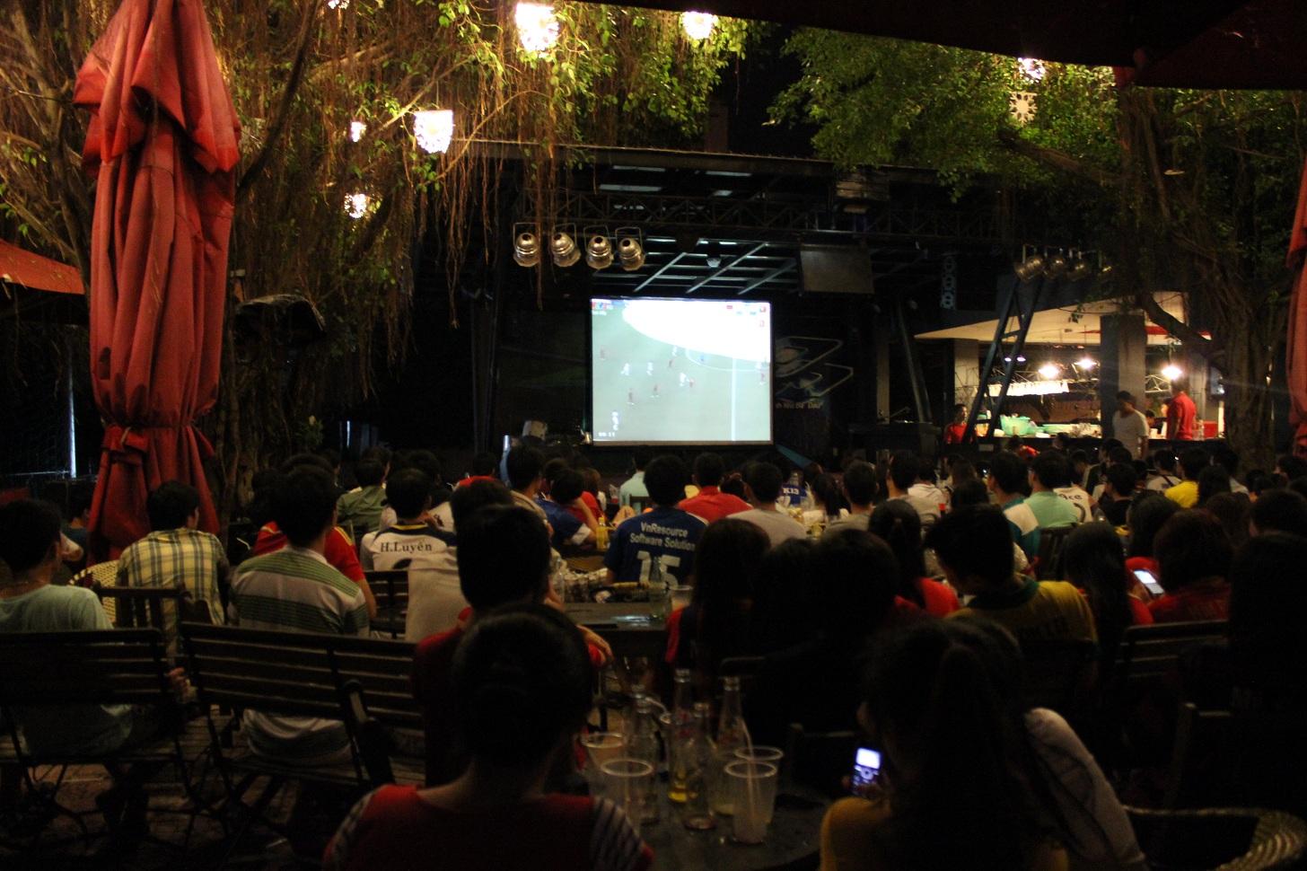 thiết kế quán cafe bóng đá thu hút khách